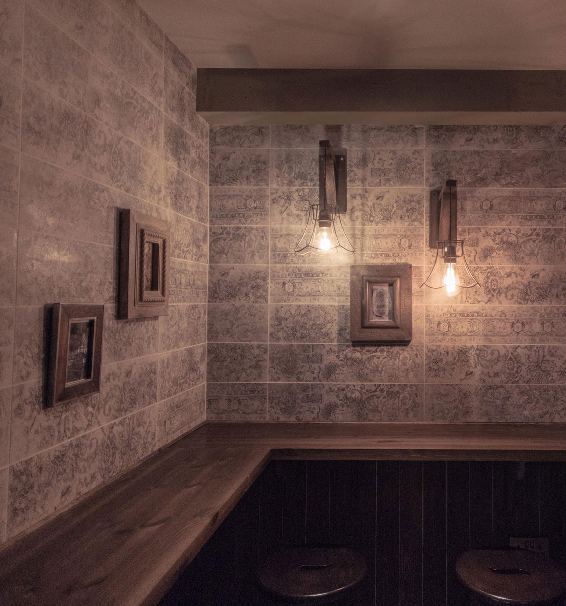 Snug bar experience